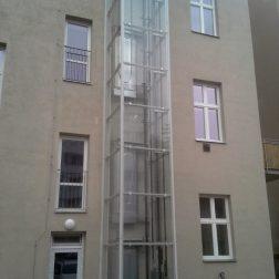 Prosklená výtahová věž